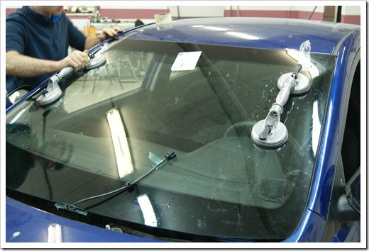 Подготовка к осуществлению замены лобового стекла