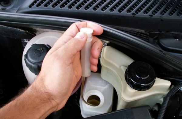как поменять тормозную жидкость