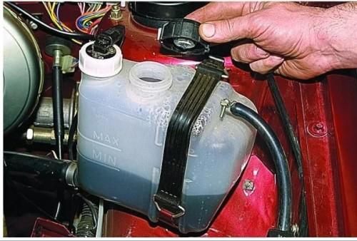 замена охлаждающей двигатель
