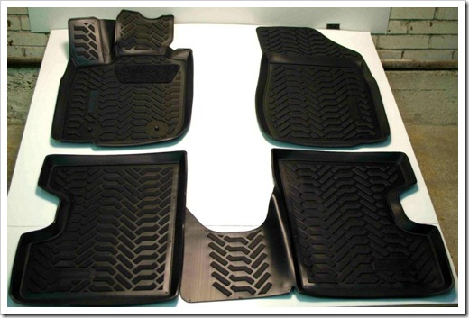 Относительно плоская поверхность коврика против клетки