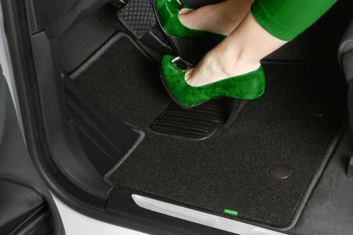 Как закрепить коврики в салоне автомобиля
