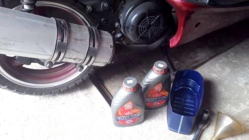 Какое масло заливать в скутер