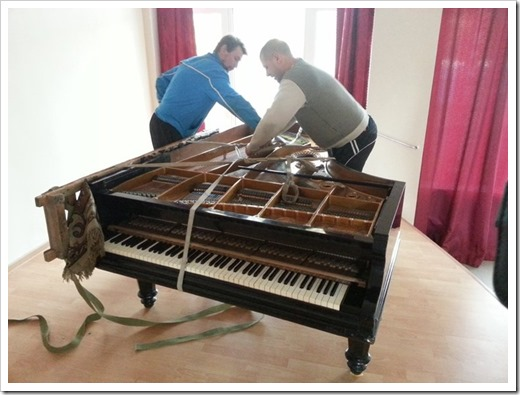 Как правильно перевозить пианино